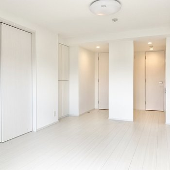 【LDK】引き戸を閉めるとわかれます。※写真は5階の同間取り別部屋のものです