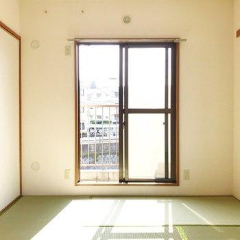 【和室】畳の香りに癒されます。※写真は2階の同間取り別部屋のものです