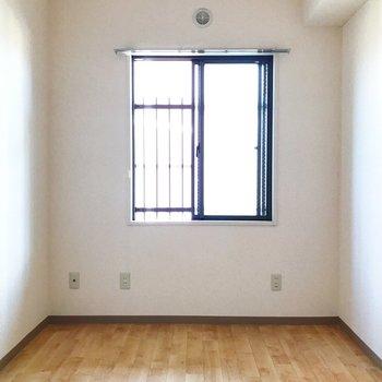 【洋室5帖】2つの洋室は用途によって使い分ける事ができますね。※写真は2階の同間取り別部屋のものです