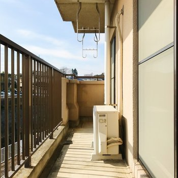 バルコニーはLDKと和室を繋ぎます。日当たり良い〜!※写真は2階の同間取り別部屋のものです