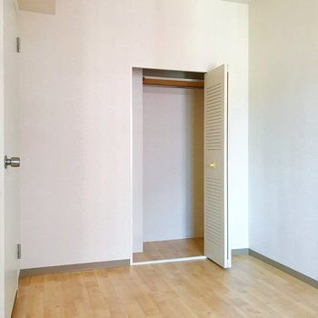 【洋室5帖】クローゼットもありますよ。※写真は2階の同間取り別部屋のものです