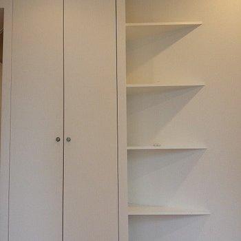 クローゼットの横には三角の棚。※写真は前回募集時のものです