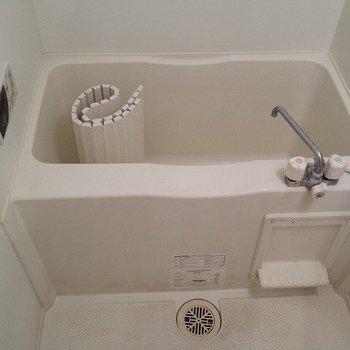 追い焚き付きの浴室ですね。※写真は前回募集時のものです