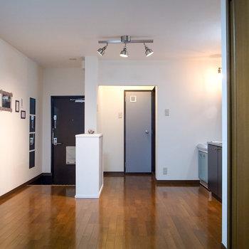 【LDK】ゆとりのある広さ。玄関とキッチンはシューズボックスで軽く仕切って◎