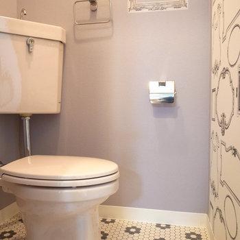 トイレだってかわいらしく!額縁ってどうしてかテンション上がります。