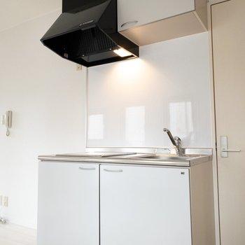 冷蔵庫の色は白か黒がよさそうですね!