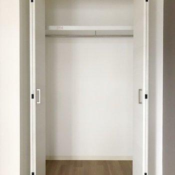 洋室①】クローゼットは2つあります。 ※写真は2階の別室、同間取りのものです。