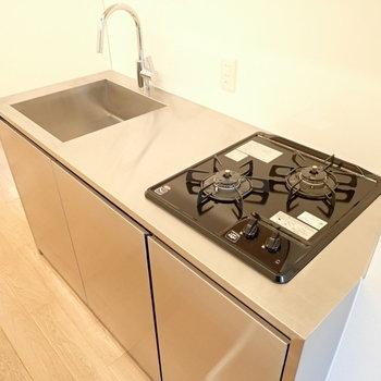 キッチンはステンレス!お掃除甲斐があります。
