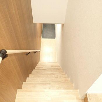 1階から2階にあがると、水回りがあります。