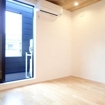 洋室。木製のベッドを置きたいな。