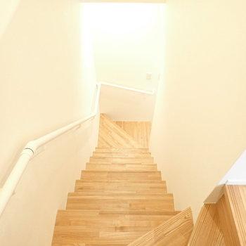 3階から降りていきます。