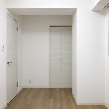 洋室②】小窓もあります◎※写真は同間取り・別部屋のものです。
