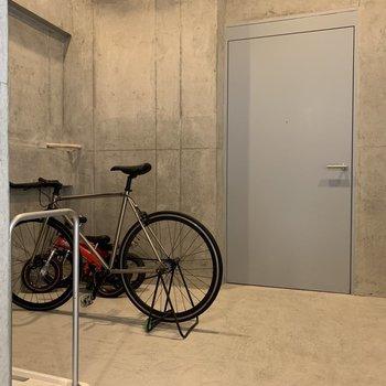 自転車置き場もあります。
