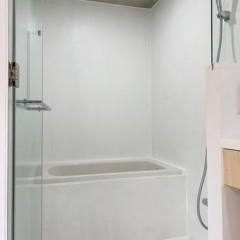 浴室は真っ白な空間に。※写真は前回募集時のものです