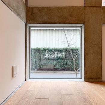 【ディテール】FIX窓が絵になりますよね。