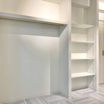 見せるタイプの収納で、お部屋に彩りを加えちゃいましょう※写真は3階の同間取り別部屋のものです