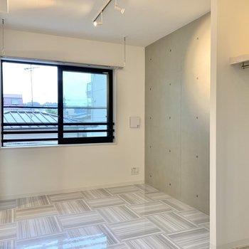 クールなコンクリートと爽やかな白がマッチしています※写真は3階の同間取り別部屋のものです