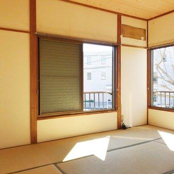 【上階・和室】畳の温もりが落ち着きます。