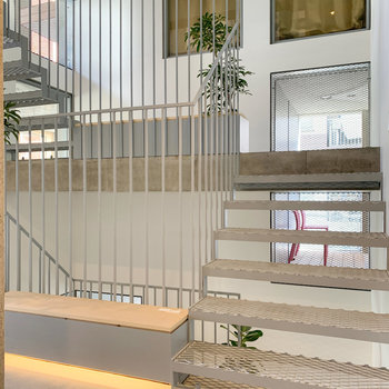つい階段を使ってぐるぐるしてみたくなりそう。