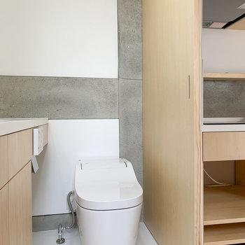 隣は温水洗浄トイレです。