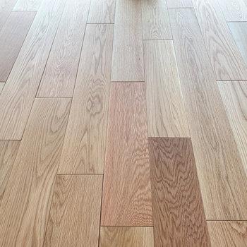 【ディテール】無垢床で木の温もりを。