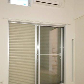 窓にはシャッター付き。防犯面も安心ですね。