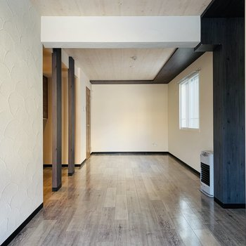 リビングと洋室を合わせると約16帖。家具配置も困らなそう