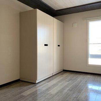 こっちは洋室として。