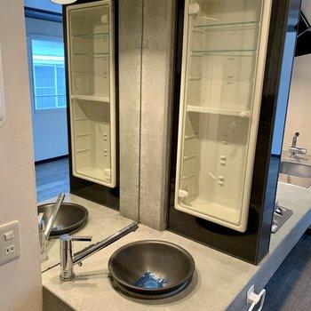 キッチン横には洗面台!受け皿おしゃれだけどちょっと小さくない?笑