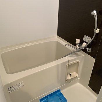 アクセントシートでおしゃれな浴室