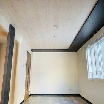 床や天井に木目を使用。ナチュラル感◎