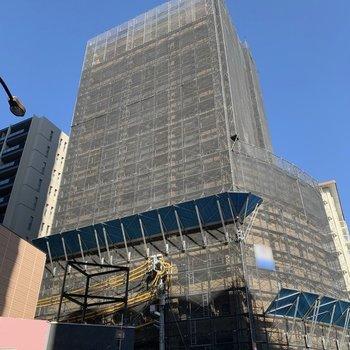 15階建てのマンションです。※写真は工事中のものです