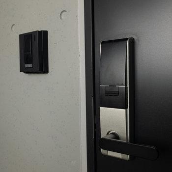 各お部屋オートロックキー。TVモニター付きドアホンも。