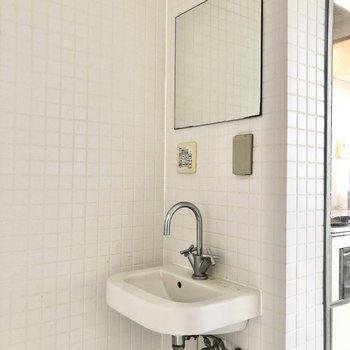 洗面台はトイレの正面にありました。※写真は前回募集時のものです