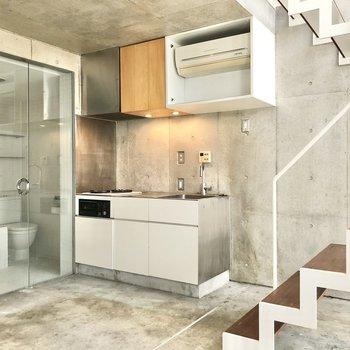 【2F】白が基調のキッチンを見てみましょう。※写真は前回募集時のものです