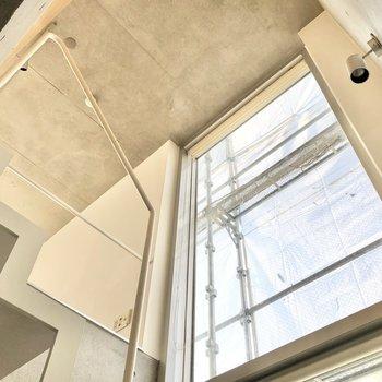 【2F】窓の大きさにびっくり。
