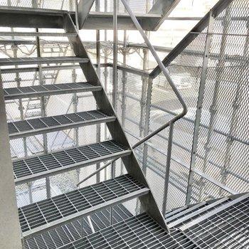 階段もスタイリッシュです。