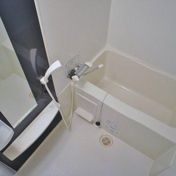 お風呂は普通サイズ。※写真は同タイプの別室