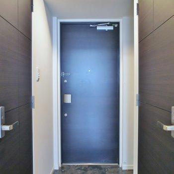シックな玄関。※写真は同タイプの別室