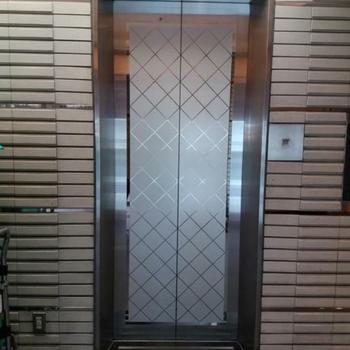スリムなエレベーター