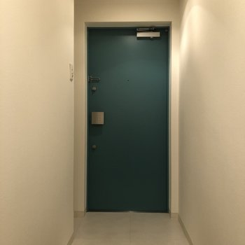 スタイリッシュな玄関もスペースは充分ですね!