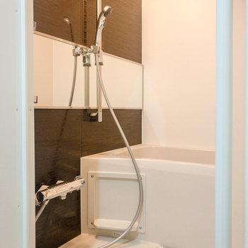 バスルームは浴室乾燥機付き。