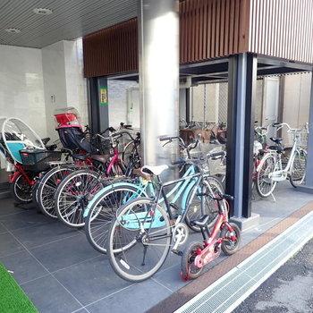 【共用部】駐輪場は綺麗に整列しています。