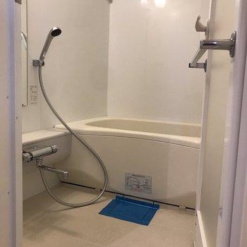 余裕のある浴槽でゆったりバスタイム。※写真は4階の同間取り別部屋のものです