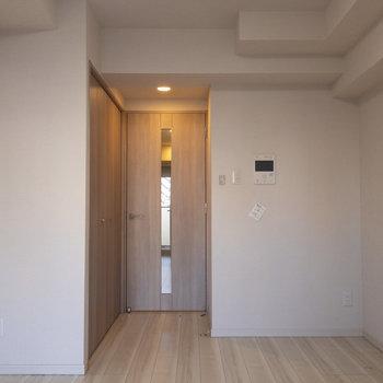 インターホンついてます。※写真は4階の反転間取り別部屋のものです