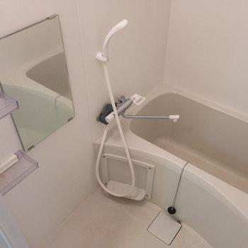 お風呂場に意外とないもの:鏡。こちらのお部屋にはあるんです。※写真は4階の反転間取り別部屋のものです