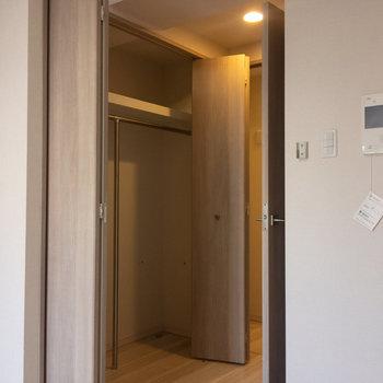 パカリと開くと大容量。※写真は4階の反転間取り別部屋のものです
