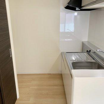 冷蔵庫を置くスペースもありますよ〜