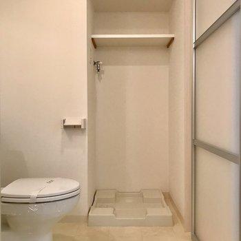 脱衣所はスペース広めが良いですね (※写真は9階の反転間取り別部屋のものです)