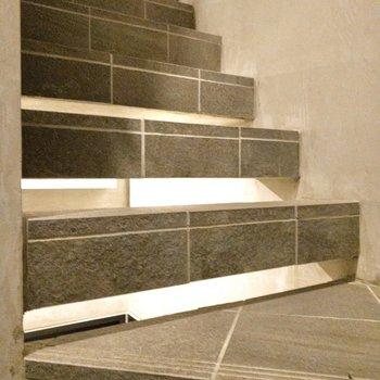 透けている階段。さすがデザイナーズです。